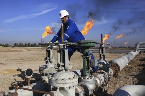 العراق يعلن قدرته على زيادة انتاج النفط
