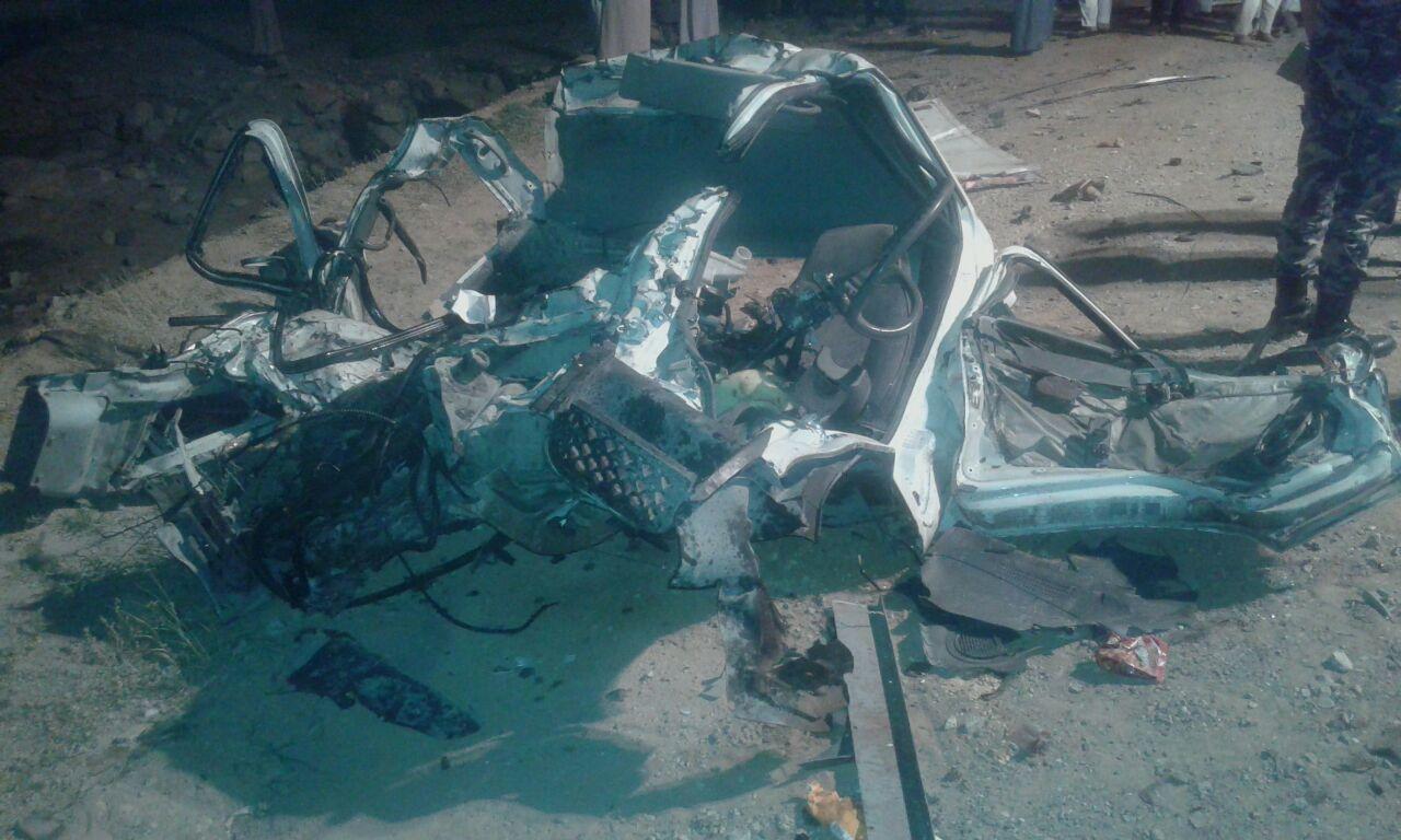بالصور.. وفاة مواطن واصابة اخر بحادث تصادم على الطريق الصحراوي