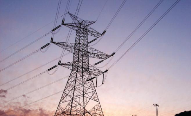 تخفيض التعرفة الكهربائية تدريجيا على 3 قطاعات إنتاجية