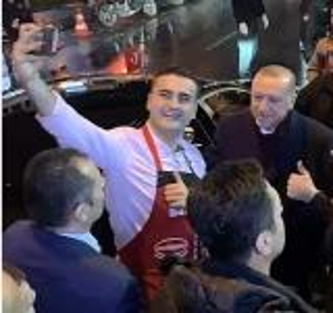 بالفيديو  ..  أردوغان بضيافة الشيف التركي بوراك ..  هذا ما قدمه له