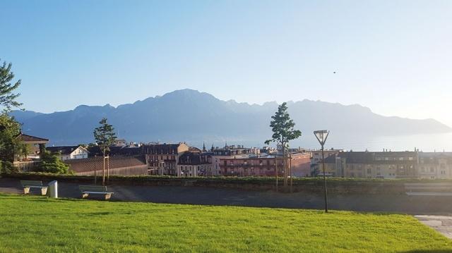 بالصور  ..  مونترو ..  بين جبال الألب وبحيرة جنيف ..