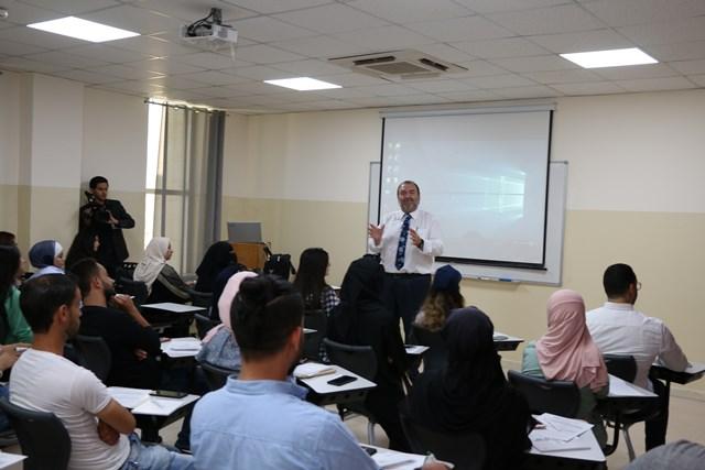 """برنامج تدريبي للطلبة الخريجين في """" الشرق الأوسط"""" يؤهلهم لسوق العمل"""