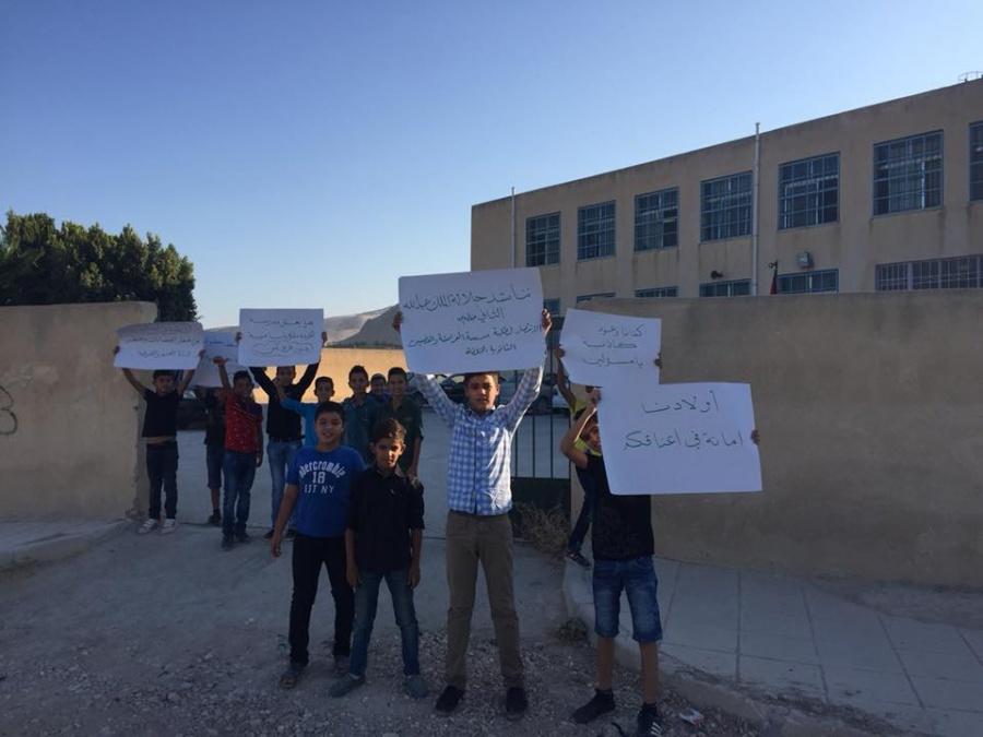 أولياء أمور طلبة مدرسة الحراوية يمتنعون عن إرسال أبنائهم إلى مبنى بديل بسبب أعمال الصيانة
