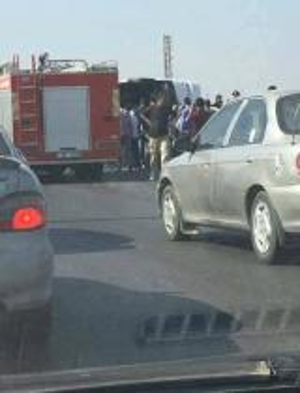 بالفيديو والصور .. 7 وفيات اصابة 27 آخرون بانقلاب حافلة تعمل على خط اربد - المفرق في شارع البتراء