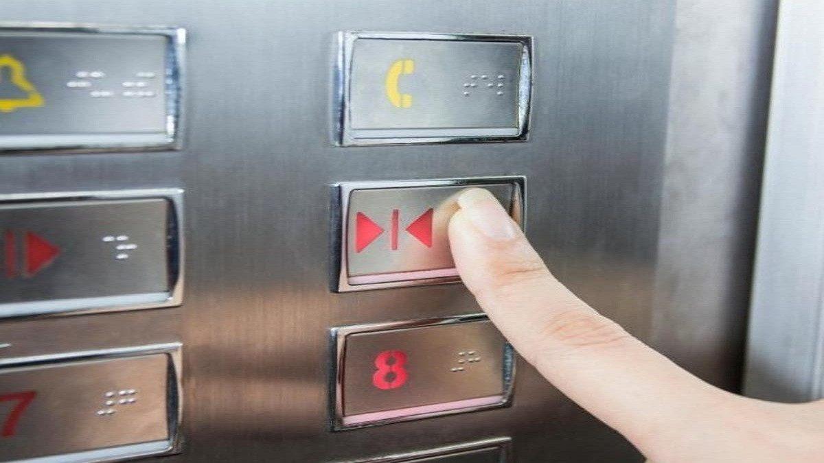 الضغط على زر مصعد ينقل فيروس كورونا لـ 71 شخصا