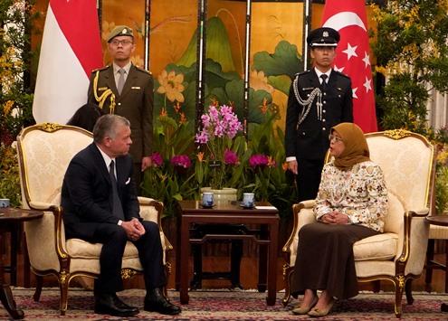 رئيسة سنغافورة للملك: أنت قائد مؤثر