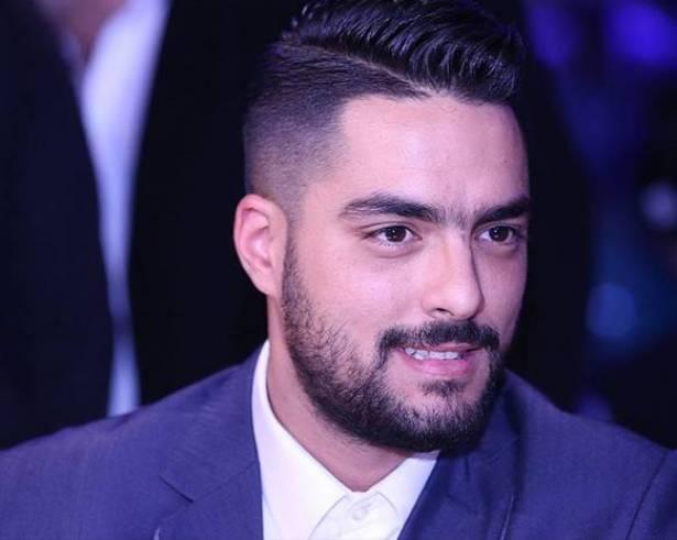 بالصورة.. حسن الشافعي يثير الجدل بصورة مع زوجته بعيد ميلادها!