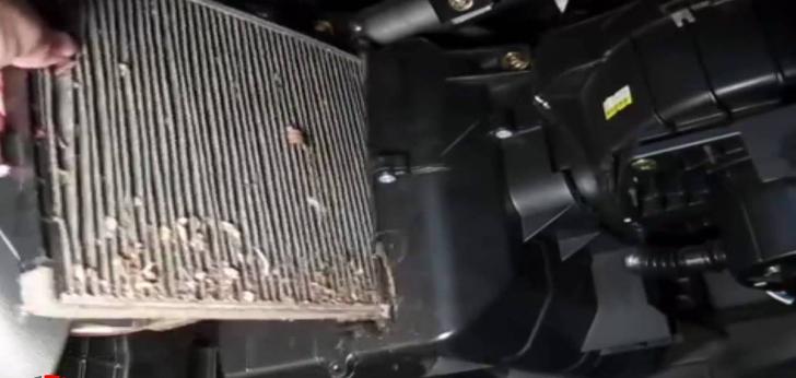 6 خطوات لتنظيف فلتر مكيف السيارة لزيادة قوة التبريد