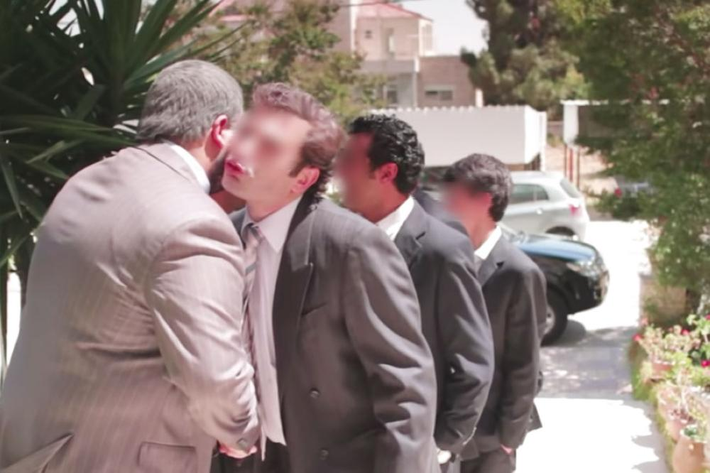 مع دخول الصيف  ..  التقبيل خلال المناسبات المختلفة يؤرق لمشكلات صحية ليست هينة