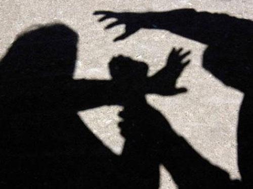 مطالبات بإجهاض الفتاة المغتصبة وإلغاء إعفاء المغتصب مقابل الزواج