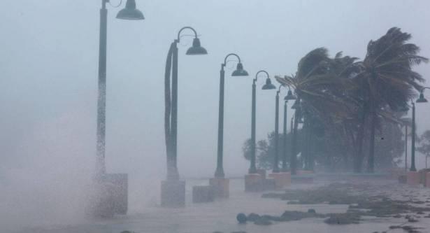 إعصار جديد يهدد الولايات المتحدة وإعلان حالة الطوارئ