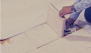 """6 «أوكار» اعتاد """"العرب"""" إخفاء أموالهم فيها: """"البلاطة"""" موضة قديمة حلت محلها """"الملابس الشتويّة"""""""