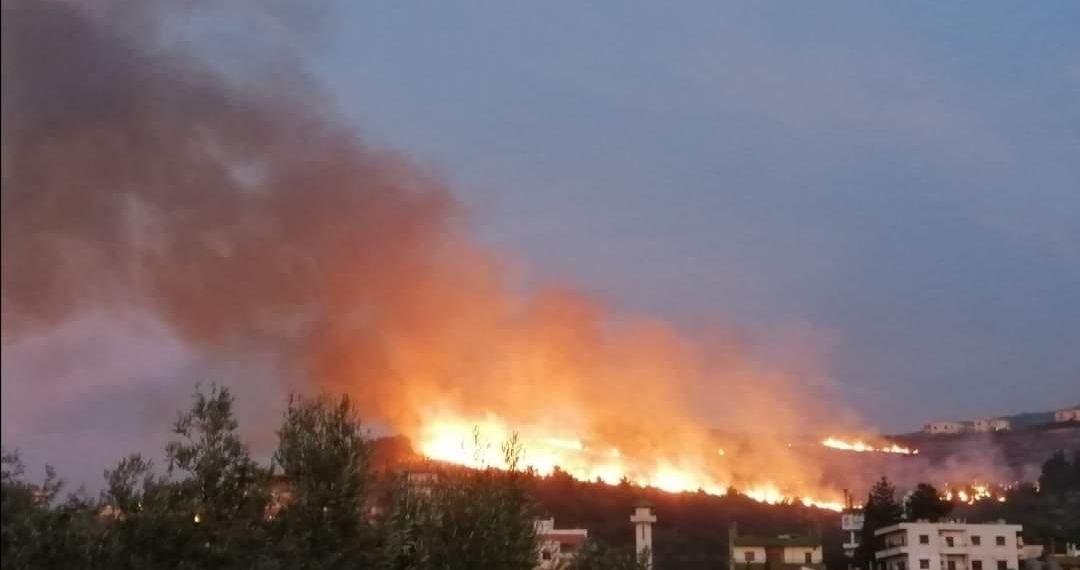 بالفيديو :حرائق ضخمة تثير الرعب في لبنان وتتسبب في حالات نزوح جماعية