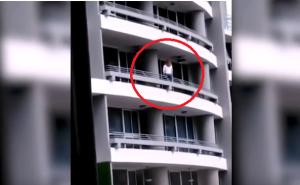 """بالفيديو  والصور  ..  مشهد مُرعب  .. أرادت التقاط """"سيلفي"""" من الطابق الـ(27) فسقطت وماتت على الفور"""