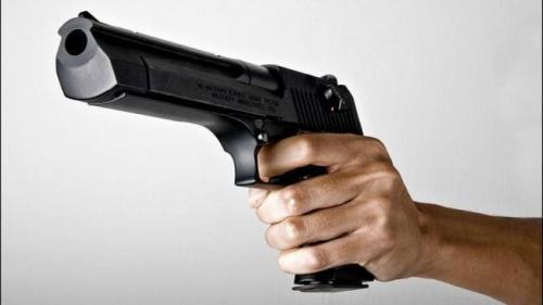 جريمة مروعة  ..  لهذا السبب أب يقتل اطفاله الثلاثة رمياً بالرصاص  ..  صورة