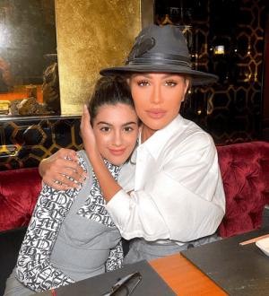 مايا دياب برفقة إبنتها في اليوم العالمي للمرأة