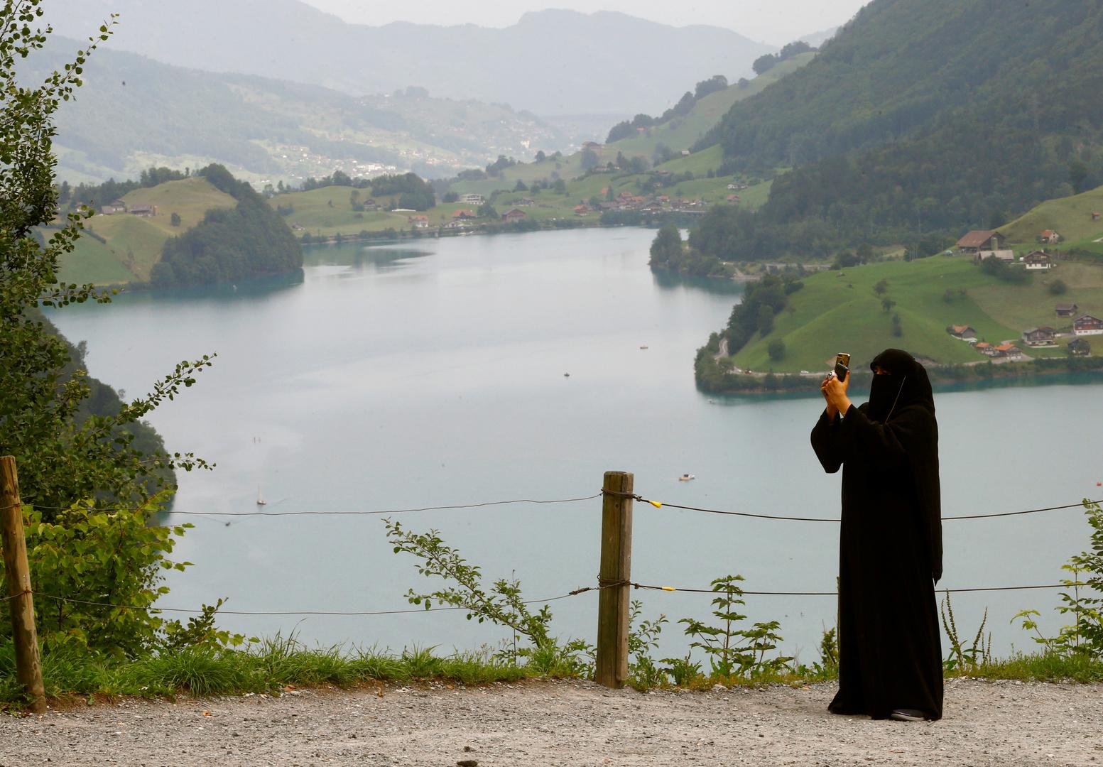 سويسرا ..  التصويت في استفتاء على حظر النقاب يوم الأحد المقبل