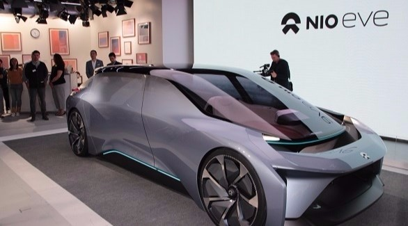 شركة صينية تطلق سيارة كهربائية بمدى سير خرافي