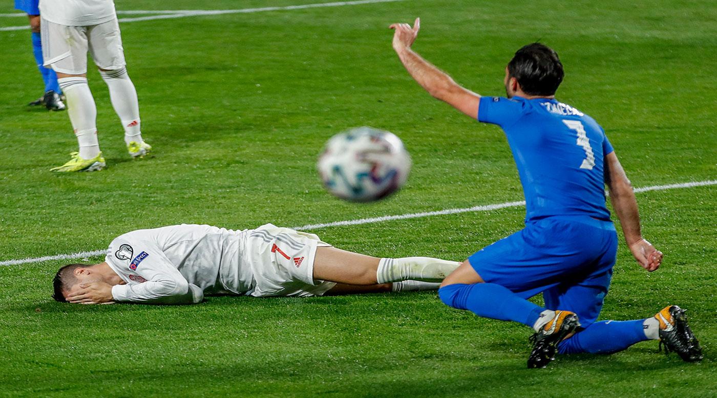 """إسبانيا غاضبة من عدم وجود """"الفار"""" بعد التعادل مع اليونان"""