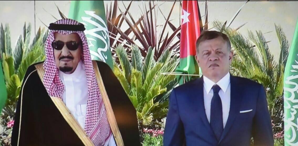 بالصور.. الملك يستقبل خادم الحرمين الشريفين الملك سلمان بن عبد العزيز