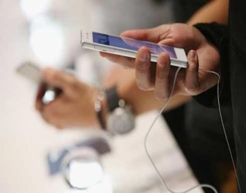 هذه التطبيقات على هاتفك تسرقك دون علمك.. احذفها فورا