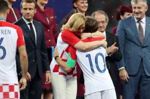 بالصور ..  كيف كانت ردت فعل رئيسة كرواتيا في نهائي كأس العالم؟