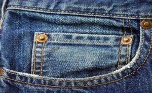 صورة : «ستايل جينز» غريب يكشف عن مفاتن السيدات
