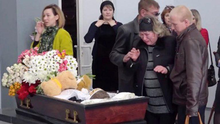 إمرأة متوحشة تقتل ابن زوجها لأنه فتح باب الثلاجة دون إذنها