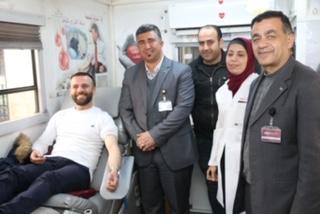 """""""الشرق الاوسط"""" تنظم حملة """"دمك حياة"""" للتبرع بالدم"""