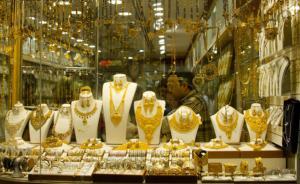 انخفاض أسعار الذهب 4 دنانير للغرام