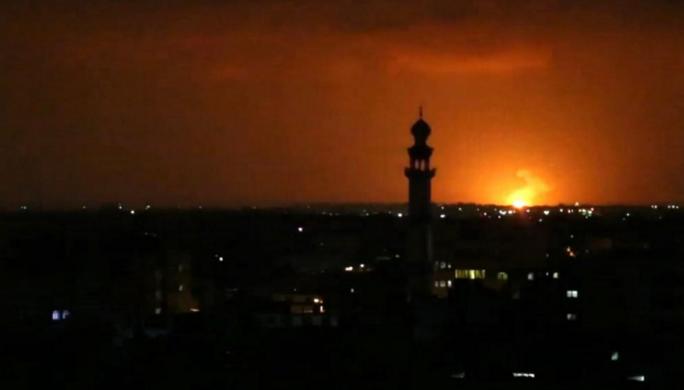 جيش الاحتلال الإسرائيلي يقصف موقعين في دير البلح
