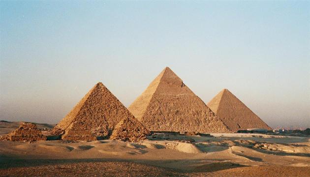 مصر تسعى لجمع مليار دولار لدعم السياحة