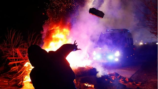 السلطات البريطانية توقف 5 متظاهرين احتجوا على إجراءات كورونا