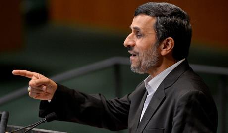 أحمدي نجاد يعلن استعداده تخليد اسمه كأول رائد فضاء إيراني