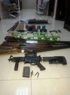 جرش : ضبط 10 قطع أسلحة بمداهمة منزل في بلدة برما