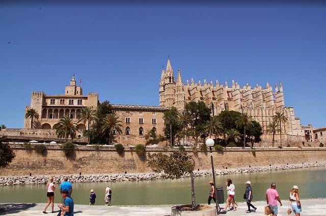 بالصور  ..  استمتع بجولة سياحية في مايوركا اسبانيا