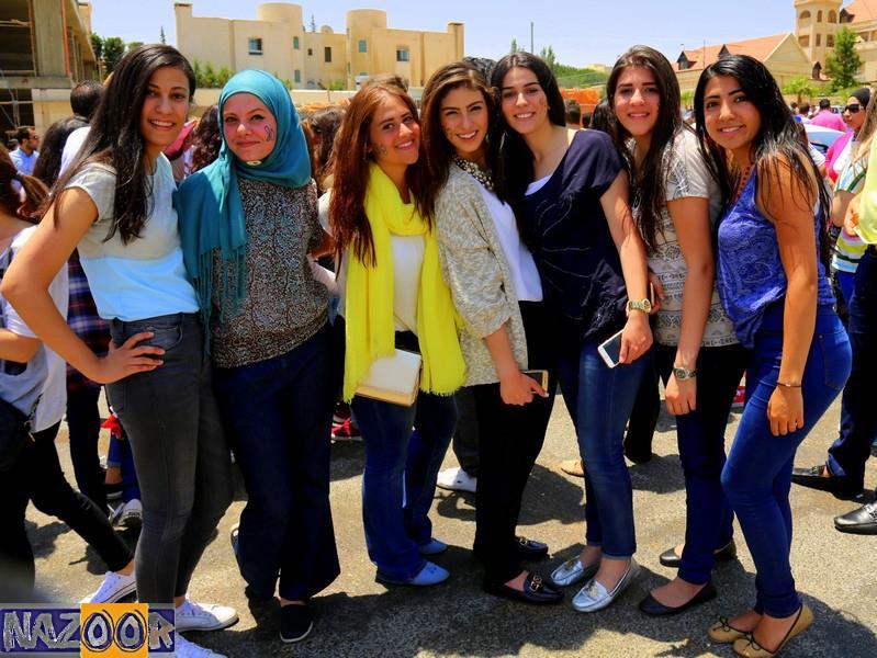 """بالصور .. فرحة طلاب التوجيهي في شوارع """"غرب عمان"""""""