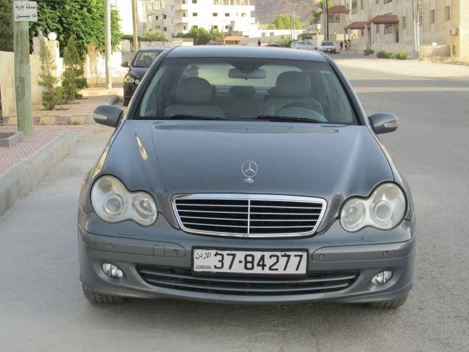 بالصور  .. سيارة مرسيدس C200 موديل 2007 للبيع