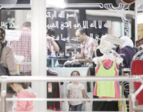 انتعاش قطاعات تجارية عشية العيد