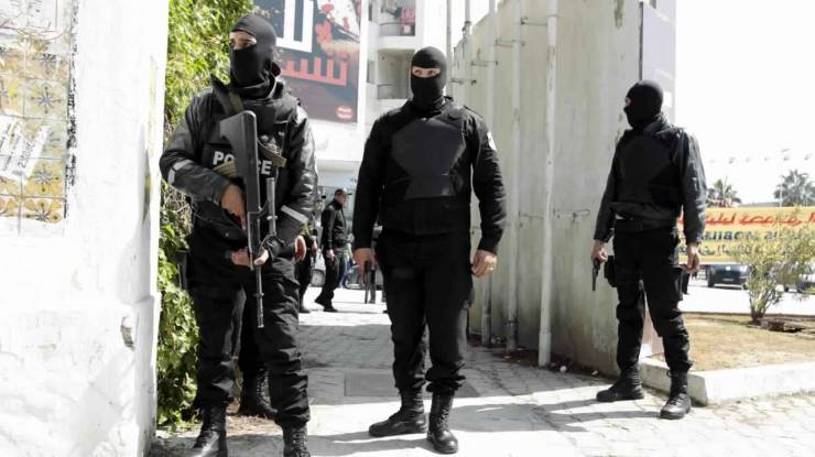 """شاب تونسي يقتل والدته ويدفنها في الحديقة ..  """"تفاصيل""""!"""