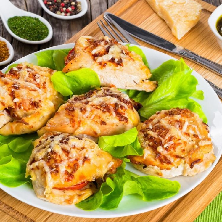 دجاج مشوي مع البيستو والجبن