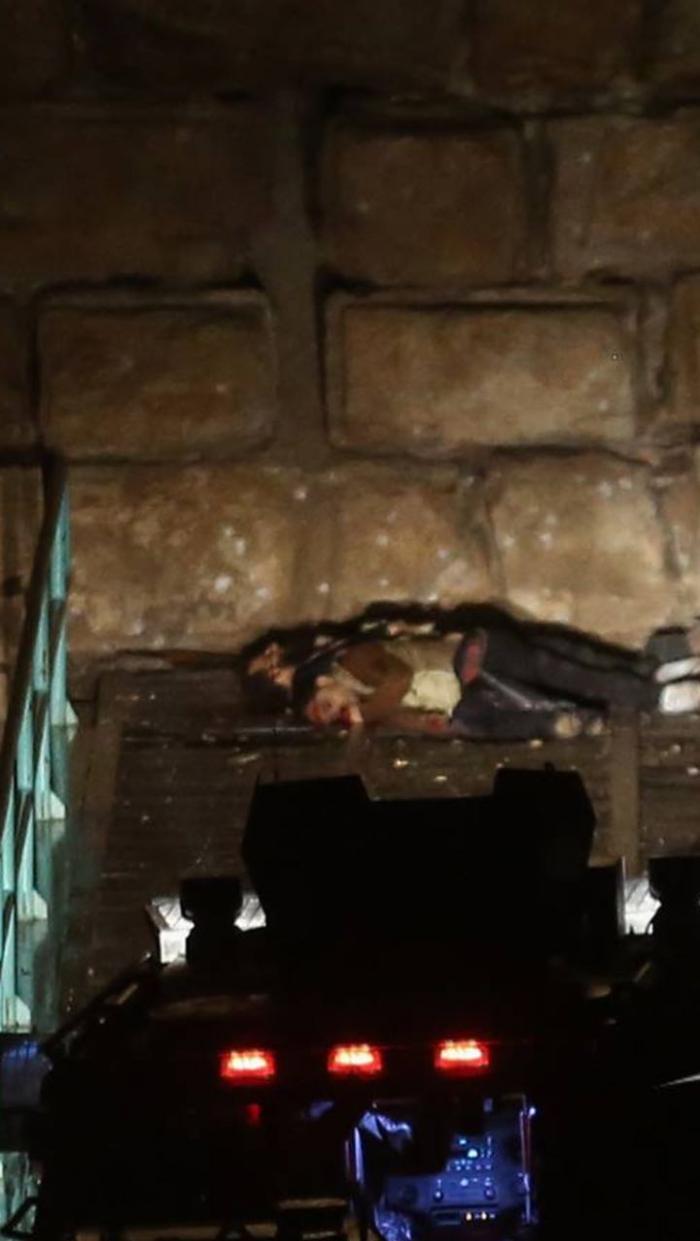 بالصور .. جثث الارهابيين القتلى من داخل قلعة الكرك