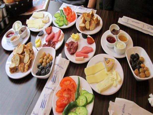 5 أسئلة مُحيرة عن وجبة الإفطار