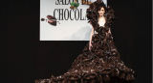 فستان من الشوكولاته يلفت الأنظار في بريطانيا