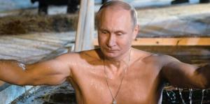 """بوتين يغطس في مياه جليدية درجتها 20 تحت الصفر """"فيديو"""""""