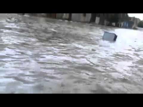 بالفيديو  ..  الأمطار تغمر أحياء مدينة رفح وطواقم الدفاع المدني تتدخل لإخلاء المتضررين