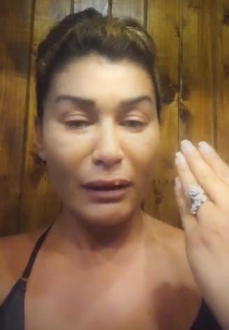 """بالفيديو  ..  نادين الراسي في لقطات مؤثرة: """"أنا مواطنة معتزلة أطالب بالانتداب من فرنسا أو دبي أو قطر أو أمريكا"""""""