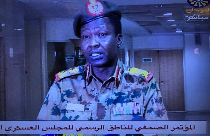 إحالة وزير الدفاع السوداني عوض ابن عوف ومدير جهاز الأمن صلاح قوش إلى التقاعد