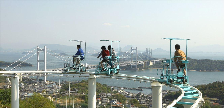 """في """"كوكب اليابان"""" ..  """"درّاجة السماء"""" تنافس القطار"""