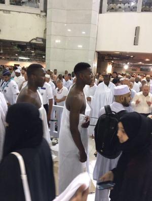 """بوجبا يؤدى مناسك """"عمرة رمضان"""" بعد فوز يونايتد بالدورى الأوروبى"""